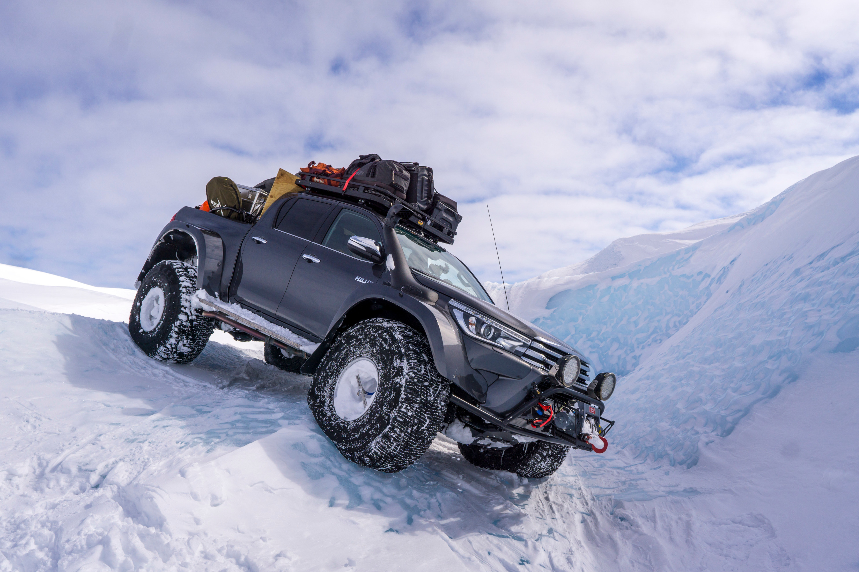 Expeditions7 cross glacier on Nokian Hakkapeliitta tyres