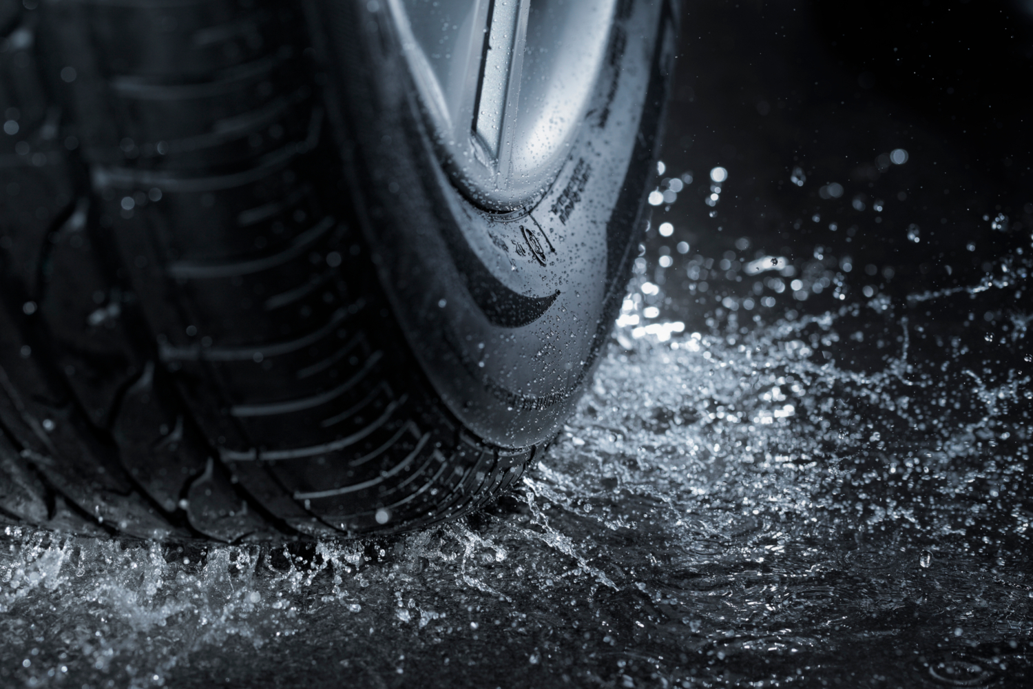 Tyres, aquaplaning and how to avoid it
