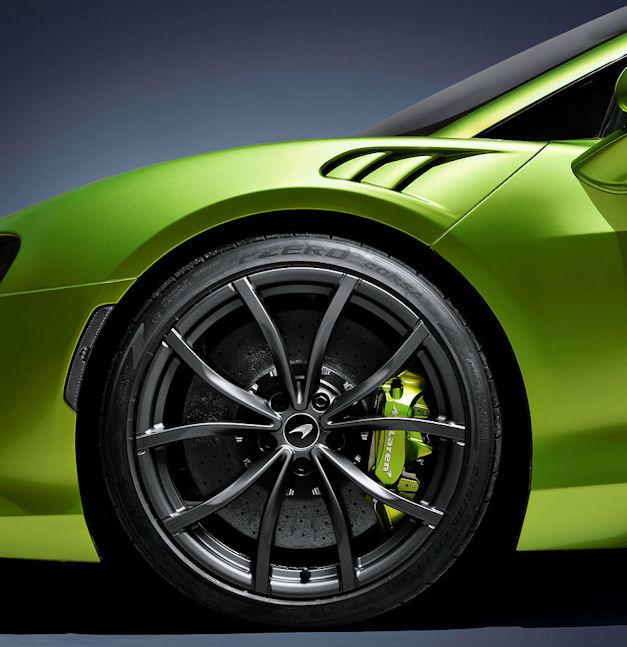 McLaren Artura equipped with Pirelli Cyber Tyre