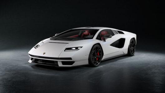 Lamborghini Countach still riding on Pirelli after 50 years
